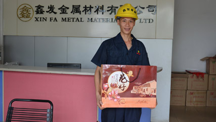 中秋将至,冷轧不锈钢带厂家鑫发金属对优秀员工进行拜节慰问