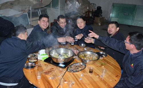 2015最后一波福利:鑫发全体员工火锅宴